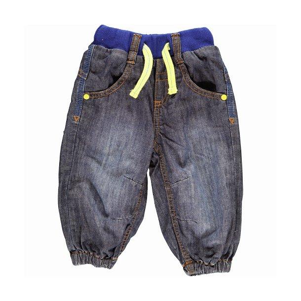 Hosen in dunkelblau Denim mit ein gelb Schnur