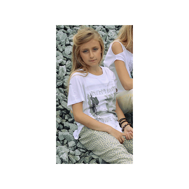 Schönes weißes T-Shirt mit Print